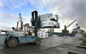 Orrskärshamnen i Ljusne är en av landets viktigaste hamnar för omlastning av sågat timmer.