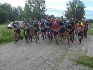 Starten har just gått i Orbaden. Nu väntar 14,5 kilometers hård löpning. Läsarbild: Bosse Johansson.