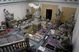 Kungliga konsthögskolan, Mejan, prestenterar sin avgångsutställning. David Larssons installation rymmer en enorm verkstad, tillika en samlares prydligt sorterade material.