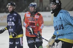 Oskar Olsson fick kliva in i laget när Patrik Nilsson blev skadad på uppvärmningen – och tackade för förtroendet med att göra målet som gav 5–1.