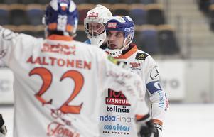 Lagkapten Andreas Westh försökte tända sina lagkamrater under den sega starten på matchen i Göransson Arena.