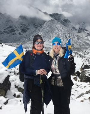 Efter en dags vandring på åtta timmar är Susanne och Annika vid första baslägret och resans mål. Foto: Privat