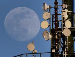 Nu ska ännu fler antenner trängas in för att ge plats åt den femte generationens mobilnät. /FOTO: Michael Probst