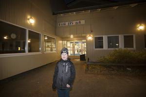Elvin Silén Skoog, går i andra klass på Ulvsätersskolans träningsskola. Hans mamma Zandra är orolig för vad som ska hända när resurserna minskas.
