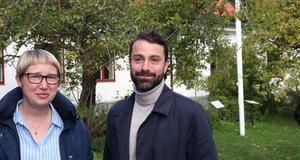 Intendenterna Emilia Ekeblad och André Enkler vid Zetterstenska gården, där Norrtälje museer har sitt kontor.