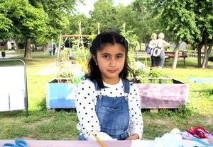 Tioåriga Gulda Hasan har varit med och skapat alla gånger konstnären Linnea Hansander kommit till den nya Konsthall Ur och Skur.