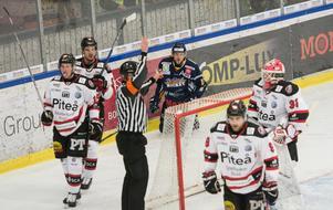Piteå fick totalt 39 minuters bestraffning av domare Thomas Mccarthy – så vinner man inga bortamatcher i Borlänge.