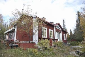 Kent Mårtensson berättar att det är mycket lösningar med återvinningstänk i huset. Det mesta är återvunnet eller köpt begagnat.