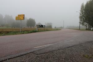 Här går den ordinarie skolbussen till Perslundaskolan i centrala Ockelbo. Hit är det över två kilometer från familjen Mannqvists hem på Kvarnängevägen – en sträcka som Elvina får gå varannan vecka.