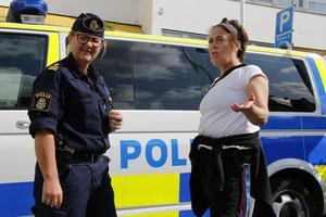 Maria Gustafsson, t h,  var en av totalt sex polisvolontärer som fanns på plats under Sverigeträffen i lördags. Till vänster Mona Olofsson, operativ samordnare på polisen.