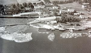Bild ur boken. Den sista sågningssommaren 1947. I december det året lades sågverket ned. Bild: SCA:s bildarkiv