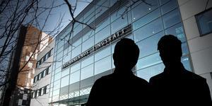 Två män misstänkta för våldtäkt häktades på torsdagseftermiddagen av Västmanlands tingsrätt. Foto: TT