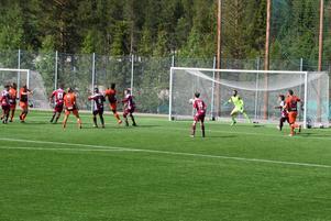 Seger för YIK i helgen i säsongens sista match. Foto: Börje Larsson