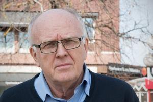 Lars-Axel Nordell (KD) har engagerat sig i VA-striden och hoppas nu att Moderaterna menar allvar med Ola Saaws ord om att man inväntar ny lagstiftning.