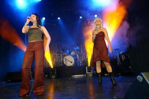 Jessica och Zara i Sarek 2003. Foto: Frank Julin