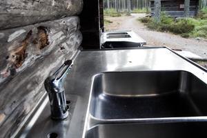 Kranarna har brutits av på tvättställen i Ångersjön.