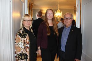 Helene Åkerlind, L, kommunalråd, här tillsammans med Annie Boberg, vice ordförande för Gefle studentkår och landshövding Per Bill gladdes åt det stora intresset för att mingla och prata om jobb och företagande.