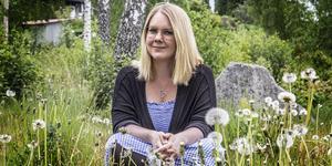 Författaren Malin V. Olsson är född och uppvuxen i Skinnskatteberg, numera bor hon i Gävle tillsammans med sin familj.