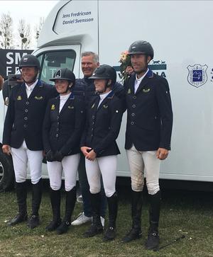 Jens Fredricson, Carolina Määttä, Mikaela Gustaphson,Niklas Jonsson, med Anders Högberg i bakgrunden, såg till att ta Strömsholm vidare till semifinal.