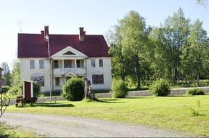 Man får dessutom veta att Birgitta Persson har köpt gamla hotellet, som ska rustas upp i vinter och få en renässans.