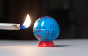 Enligt FN:s klimatpanel räcker det inte längre att hålla nere uppvärmningen till 2,0 grader, som man tidigare trott. I stället är det 1,5 grader som gäller.