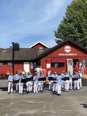 Norrtälje Musikkår/Norrtälje Wind Band deltog i firandet. Foto: Roslagsbro IF