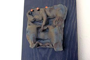 Helena Nyberg visar både skulpturer och målningar när hon ställer ut på Galleri Elixir.