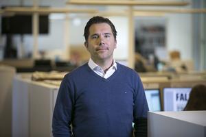 Markus Bäckström går från att vara allmänreporter på Dalarnas Tidningar till att leda Sporten på DT/DD som chef för den nya organisationen.