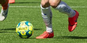 När få kvinnliga förebilder syns inom fotbollen ser unga tjejer inte hur de kan ha en framtid inom sporten. Flickorna ser inte möjligheten att spela och göra karriär inom fotboll, skriver insändarna.