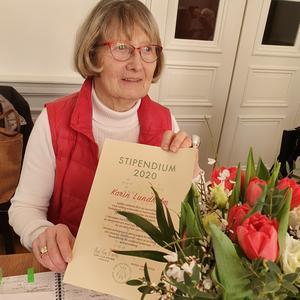 Karin Lundholm tog emot stipendiet på lördagen vid föreningens årsmöte. Fotograf Eva-Lisa Krabbe
