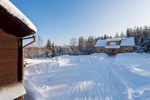 Denna gård i Enviken, Falu kommun, fick 5 555 klick under vecka 12 och kom därmed på fjärde plats på Klicktoppen på Hemnet, sett till objekten från Dalarna. Foto: SkandiaMäklarna