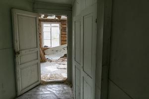 Dörrarna kommer att målas om och behållas.
