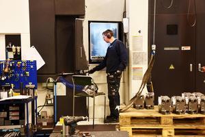 Hos Strömsunds Kvalitetslego som LT besökte i maj ropar man efter arbetskraft och en stor investering är på gång. Kompetensbrist är ett av de främsta hindren för tillväxt, enligt senaste småföretagarbarometern.