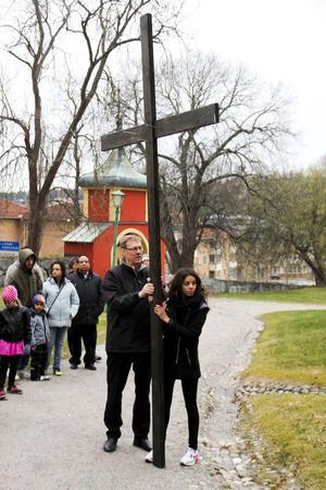 Korset har burits från Norrtullkyrkan till Ulrika Eleonora.