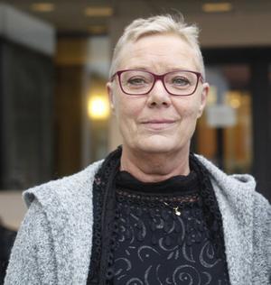 Oppositionens regionråd Pia Lundin (SJVP), tillsammans med partiordföranden Mattias Rösberg, skriver i ett pressmeddelande att de har full förståelse för att barnmorskorna i Örnsköldsvik är upprörda.
