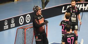 Johan Rehn räddade 18 av 21 skott och bidrog till att IBF Falun vann den första matchen i semifinalen mot Mullsjö.