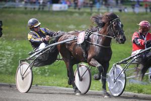 Under midsommardagen gjorde Mikael Halvarsson comeback efter sjukdomsperioden.