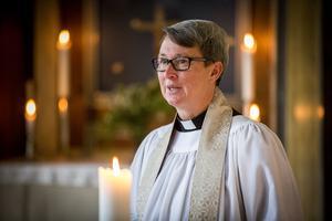 Prästen Åsa Tollén är van att möta människor i både glädje och sorg. På lördag ser hon fram emot en spännande SM-final.
