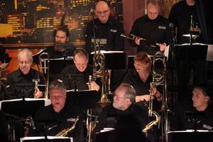 Det är roligt att spela storbandsjazz med Lars Jansson. High Coast Jazz Orchestra spelade på Metropol i på onsdag kväll. Torsdag kväll spelar de på Hullsta Gård och på fredag kväll på Brux i Örnsköldsvik.