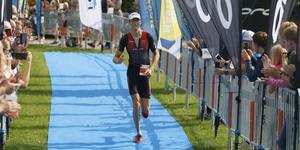 Robert Kallin vann triathlon-SM i medeldistans när Sala Silverman avgjordes.