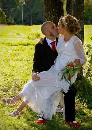 I september 2008 gifte sig Madelen och David i Alnö gamla kyrka.