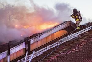 Brandmän är viktigare för samhället än kommunikatörer. Foto: Johan Nilsson / TT.