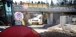 Järnvägsbron i Njurunda är klar.  Trafiken kan släppas på under torsdagen – fem dagar innan beräknad tid.