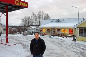 Hashem Alattar driver tillsammans med en kollega lanthandeln i Järbo. Hans rörelse har redan fått konsekvenser av att macken slagit igen.