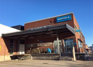 Sverigedemokraternas Sundsvalls post blev kvar i postboxen i Postnords entré.