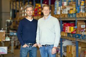 """""""Våra kunder gör en insats för miljön, och får dessutom mer pengar över i plånboken. Samtidigt hjälper vi producenter att sälja felmärkta eller utgående varor"""", säger Karl Andersson vd på Matsmart (till höger). På bilden syns en av företagets grundare, Ulf Skagerström."""