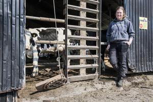 Mjölkbonden Emma Igelström är orolig för minskat jordbruksstöd från EU.
