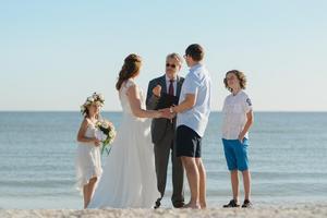 Numera bor Carl-Ingemar Perstad i Florida där han viger svenska par. Foto: Privat