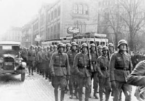 Norge, april 1940. Tyska trupper marscherar på Karl Johan i Oslo. Arkivbild