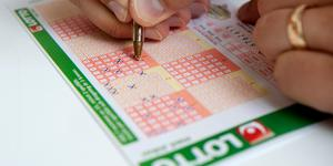 Personen med lottoraden, har inget med artikeln att göra.